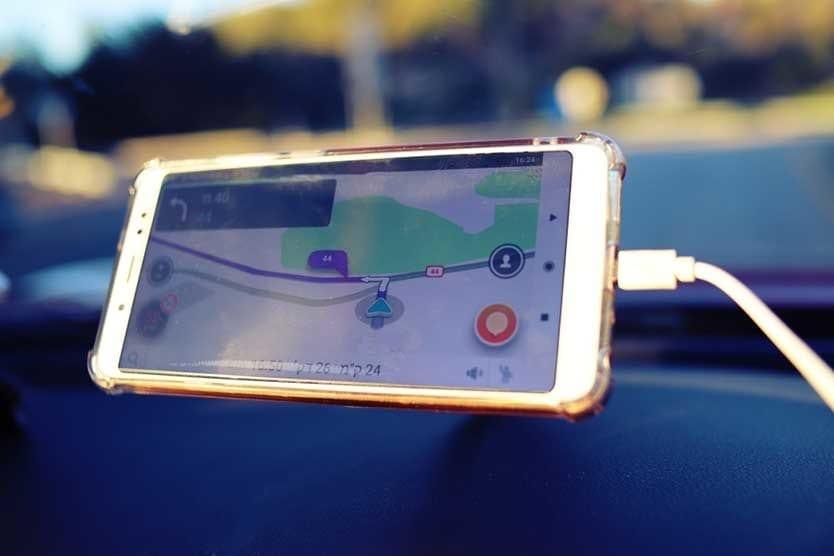 Waze navigation horizontal mount - Uber